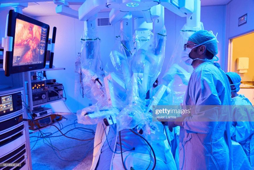 Ρομποτικό σύστημα Da Vinci, «Ρομποτική» & «Χειρουργική»